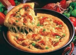 Vi koser oss med pizza fra 16:30 til 18:00